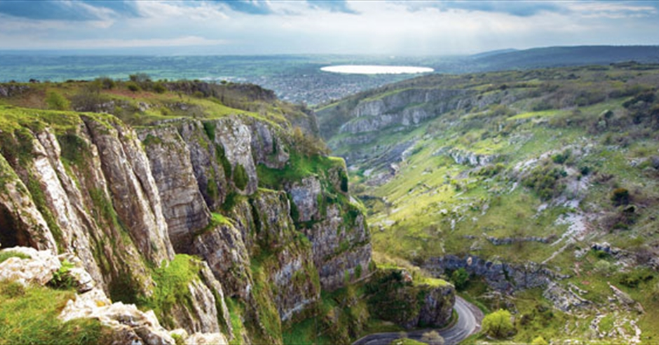 Areas around bristol rural somerset - Cheddar gorge hotels with swimming pools ...