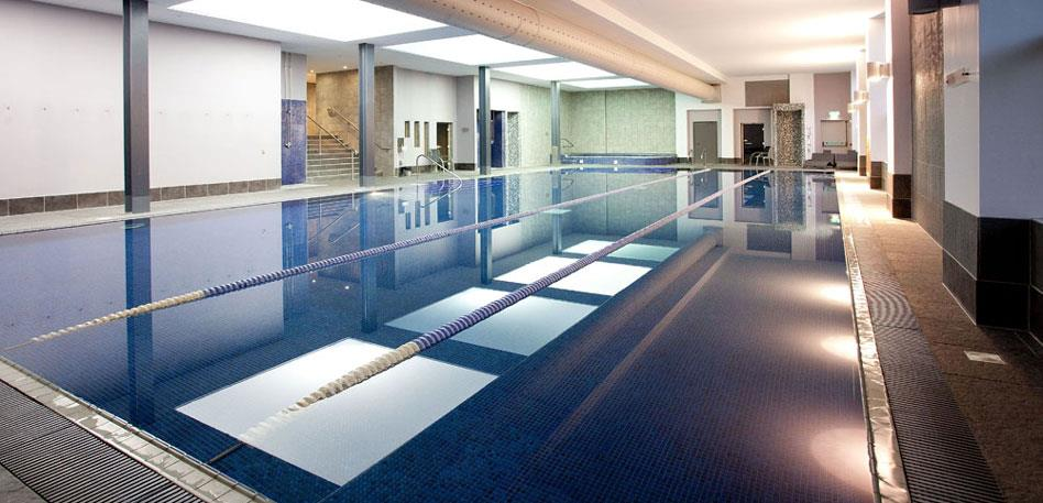 Hotels with swimming pools in Bristol: DoubleTree by Hilton Cadbury House Hotel and Spa