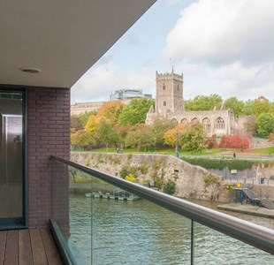 10 Places to stay in Bristol with waterfront views