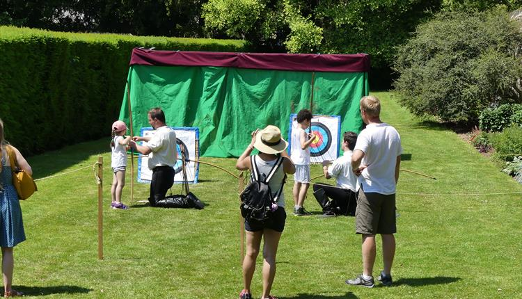 Archery Shows & Wandering Knights at Berkeley Castle
