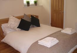 Hambledons Serviced Apartments - Percival Road Bedroom